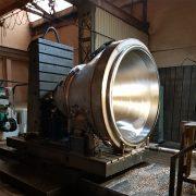 Edelstahl-Trichter für ein Rührwerk, Durchmesser 2.500 mm auf Plattenbohrwerk