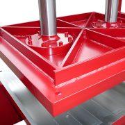 Detail BEN DUO T 100 TS - Sonderpresse mit zwei Presszylindern zur Vulkanisierung von Recycling-Gummimatten – Pressplatte Ober- und Unterteil